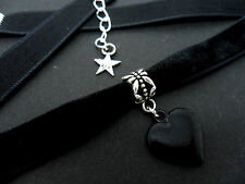 A LADIES VELVET AND BLACK HEART CHARM  10MM CHOKER NECKLACE. NEW.
