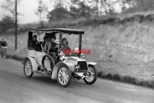 PHOTO  1954 THE LONDON TO BRIGHTON VETERAN CAR RUN A 1904 12HP DARRACQ PASSING N