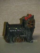 +# A015827_17 Goebel Archiv Plombe Hund Yorkshire Terrier mit Schleife 30-509