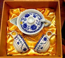 BRAND NEW 2 CUPS AND ONE TEA POT SET IN A GIFT BOX CHINA BRAND NEW GIFT SET