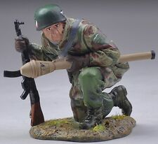 THOMAS GUNN WW2 GERMAN FALLSCHIRMJAGER FJ023A KNEELING TANK HUNTER MIB