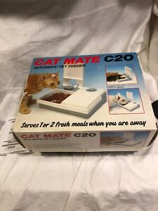 Cat mate CatMate C20 Automatic Cat or Small Dog Feeder Serves 1 or 2 Fresh Meals