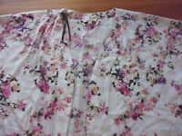 LADIES CUTE WHITE FLORAL POLYESTER SLEEVELESS OPEN KAFTAN TOP BY AVELLA SIZE M+