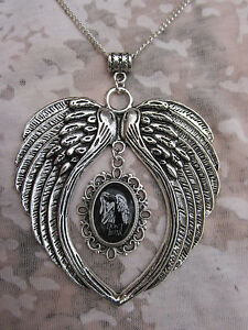 """HANDMADE DOCTOR WHO """"DON'T BLINK"""" LARGE WINGS  NECKLACE"""