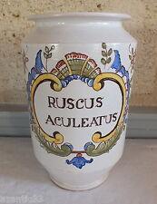 pot pharmacie Nevers faience Ruscus Aculeatus apothicaire fragon houx