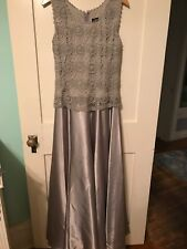 Lovely women's gray Cachet formal long dress! Excellent Condition!