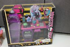 MONSTER HIGH Home Ick Classroom Abbey Bominable Rare playset school class read