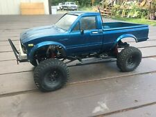 Axial SCX10 Crawler Truck With  RC Toyota Tacoma Hard Body