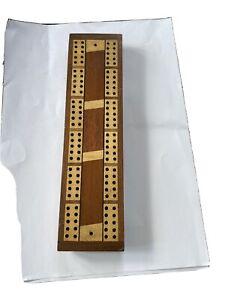 Vintage cribbage board.Good condition.