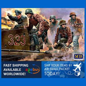 German Military Men 1944-1945 WWII 1/35 Scale Plastic Model Kit Master Box 35218