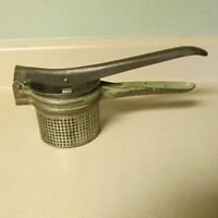 VINTAGE POTATO RICER JUICER STRAINER WITH GREEN HANDLE!