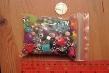 Bolsa mezclada 80 g (aprox) De Plástico De Perlas-muy Colorido, un montón de tamaños