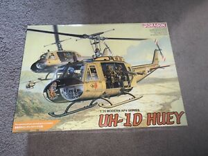 """Dragon Models, 1:35 scale, Bell UH-1D """"Huey"""", US Army, Display Model Kit#3538"""