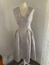 """Ancienne robe en satin broché griffée """" Sous le signe de Paris """" époque 1950"""