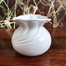 ROYAL KPM Allemagne, Noble Rond bouclé vase, blanc porcelaine - fait à la main