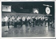 1971 Press Photo NYC Off Track Betting Customers Grand Central Big Ben Clock