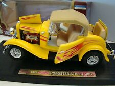 1:18 ScaleRoad Legends Ford 1932 Roadster Street Rod Yellow/Flames