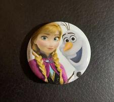 """Disney Frozen Princesa Anna y Olaf 1.25"""" Botón Pin Espalda Cordón encanto"""