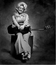 Dolly Parton UNSIGNED photograph - L3135 - In 1974 - NEW IMAGE!!!!