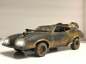 """Muddy"" Ford Falcon XB ""FURY ROAD"" 1973 Last V8 POLICE  ""WORKING LIGHTS"" 1/18"