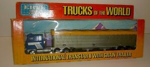 "VGC ERTL #1442 /""TRUCKS OF THE WORLD/"" MACK TRUCK WITH LIVESTOCK TRAILER"