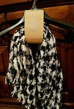 Cold Weather Oblong Style Scarf, Black/ Ivory houndstooth pattern,NWT