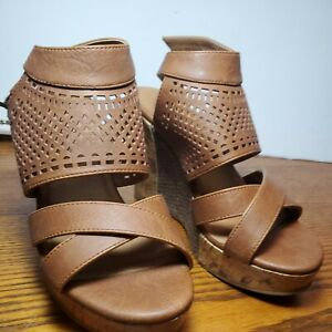 BKE SOLE BEAUTIFUL PAIR OF WOMENS SHOES SIZE 6M WEDGE OPEN TOE BROWN/TAN