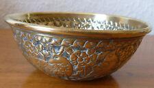pot coupelle bol en laiton martelé ancien indien  motifs animaux H:4,8 cm