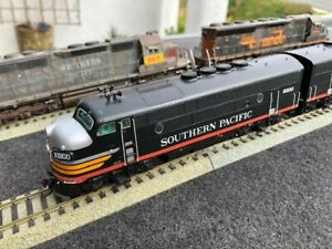 1:87 SOUTHERN PACIFIC F3A,B,A BLACK WIDOW,DCC,SOUND (2)(1) DUMMY DISPLAYED ONLY
