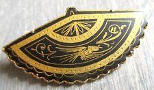 Belle broche éventail en or de Tolède ancien bijou vintage or sur fond noir 5093