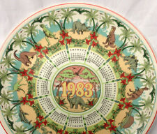 """WEDGWOOD ENGLAND CALENDAR PLATE 10"""" DINOSAURS AGE OF REPTILES 1983 QUEENSWARE"""