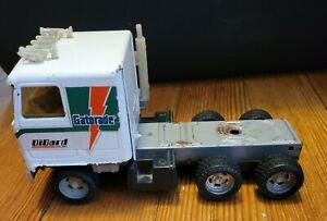 Vintage ERTL Die-Cast Tractor Trailer Semi Gatorade Toy