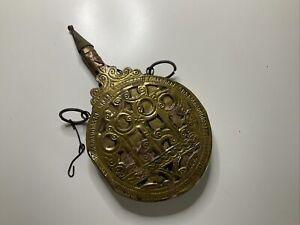 Antike Pulverflasche / Arabisch / Messing
