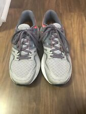 Women's New Balance tennis shoes size 8
