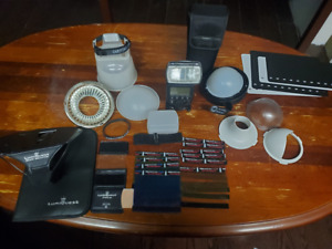 Canon Speedlite 580EX II Shoe Mount Flash for Canon with Flash Accessory Lot