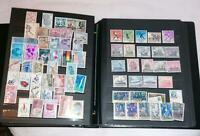 Gros classeur a pages amovibles  30 pages : Espagne 650 timbres neufs ** 430 obl