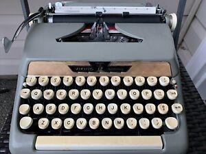 Vintage manual Eaton's Viking typewriter