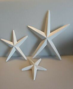 Wooden Starfish In White Set Of 3 can be wall hung or shelf-sitter