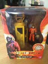 Doctor Dr Who ' The Satan Pit Set '     MIB Character Options