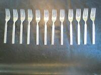 ROGERS 1881 ONEIDA LTD SET OF 12 STAINLESS  DINNER FORKS DIAMOND PATTERN    (2)