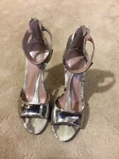 Ladies VINCE CAMUTO Open Toe Snake Skin Print Size 8B