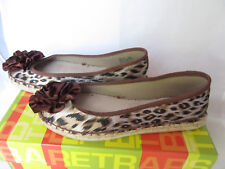 New BARE TRAPS BOOST  BT20165 flat shoes slip-on animal print sz 8.5   M