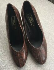 LADIES MARKS AND SPENCER COURT SHOES SIZE 5 SKIN EFFECT