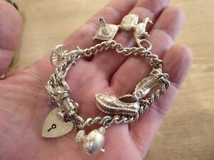 BEAUTIFUL VINTAGE SOLID SILVER CHARM BRACELET WITH 8 CHARMS