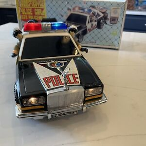 Rolls-Royce Vintage Police Car With Policemen Battery Operated Car Vintage