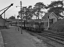 PHOTO  1988 PASSENGER TRAIN IN ROSCREA RAILWAY STATION CIE 181 CLASS DIESEL LOCO