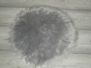 "SMALL 18"" GREY FLUFFY FAUX FUR RUG/BED SUIT CAT/DOG/CHRISTMAS TREE SKIRT ETC"