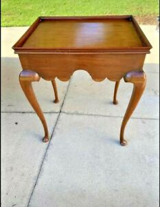 Hand Crafted Vintage Light Mahogany Queen Anne Style Tea Table