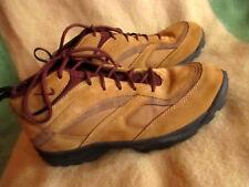 Nike Regrind ACG VTG OG Hiking Sneaker 1993 Mowabb Multi Muvae Tan Women 9 US
