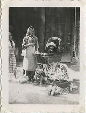 PHOTO ANCIENNE - VINTAGE SNAPSHOT - GROUPE ENFANT LANDAU DÉGUISEMENT DRÔLE - DOG